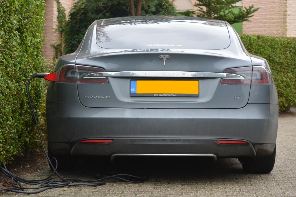Tesla zuhause laden