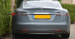 Tesla Model S beim Laden